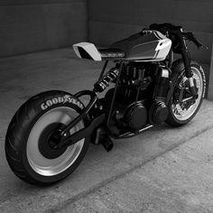 いいね!1,932件、コメント3件 ― Cafe Racers and Life ☄️さん(@epidemic_motors)のInstagramアカウント: 「Just wondering what the Kawasaki tank would look like on the CB... Aways loved the disc wheel setup…」