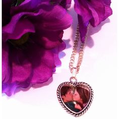 Kissy Pendant- Flynn and Rapunzel (18 CAD) ❤ liked on Polyvore featuring jewelry, pendants, hearts, kiss, movie, necklaces, pendant, heart shaped pendant, chain jewelry and heart-shaped jewelry