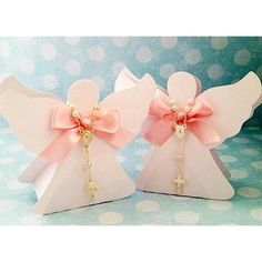 #mulpix Cajitas en forma de angel con denario ideal para recuerdos  de nacimiento , bautismo o primera comunión Hermosos recuerdos  #bride  #wedding  #weddingplanner  #novia  #boda  #matrimonio  #brideaccessories  #accesoriosdenovia  #tocadodenovia  #accesoriosdenovia  #tiara  #velo  #mantilla  #damaguia  #bridesmaid   #vestidodenovia  #bodasvenezuela  #bodasecuador  #bodasquito  #bodasguayaquil  #guayaquil  #gye  #quito  #uio  #cuenca  #ecuador  #cumbaya  #samborondon  #ideasboda ...