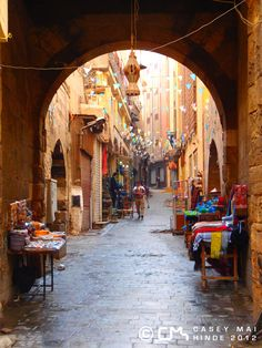 Cairo...*Deep sigh of happiness* The framing is superb, as are the little splashes of color that break up the brown uniformity.