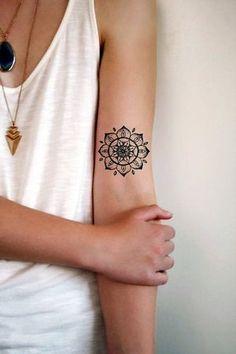 tatuajes con simbolos mandala