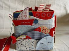 Scopriamo insieme il Quiet Book Diy Quiet Books, Baby Quiet Book, Felt Quiet Books, Sewing For Kids, Baby Sewing, Quilt Book, Ideias Diy, Busy Bags, Diy Toys