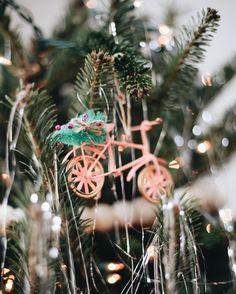 Christmas Tree Tinsel // Holiday Home Tour