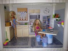 DIY Barbie Condo on Pi...