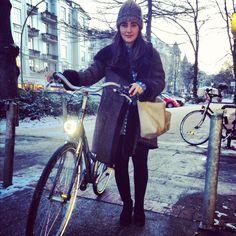 STREETSTYLE OF THE WEEK: VINTAGE COAT | bevogued blog