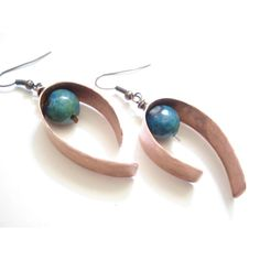 Hammered Copper Blue Green Agate Hoop Earrings Modern Unique Hoops... (31 CAD) ❤ liked on Polyvore featuring jewelry, earrings, annarecycle, hammered copper blue green agate hoop earrings modern unique, hoop earrings, copper earrings, copper hoop earrings, blue jewelry and copper jewellery
