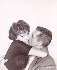 "Sofia Loren and Cary Grant, ""Houseboat"", 1958 Golden Age Of Hollywood, Vintage Hollywood, Hollywood Stars, Classic Hollywood, Sophia Loren, Cary Grant, Divas, Hollywood Couples, Movie Couples"