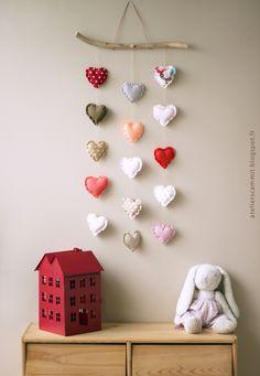 Very sweet fabric heart mobile. atelier scämmit: #kids #decor #nursery