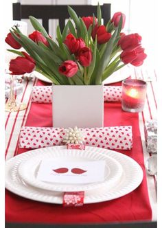 A lovely place setting... maybe for a romantic dinner? :) - Valentine's Day Ideas 2014