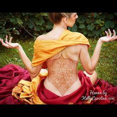 Henna floral corset tattoo design. I really enjoyed this piece ! #henna #corset #tattoo #tattoos #mehndi #brown #yellow #red #outdoors #nature #backtattoo #grass #meditation #organic #michigan #michiganart #michigrammers #ypsi #ypsilanti #annarbor #royaloak #model #kellycaroline