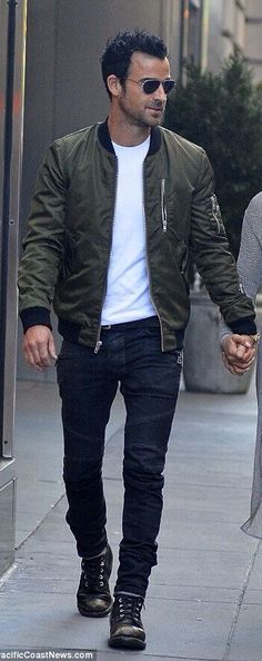 Justin Theroux in a cool fall look with an olive bomber black denim black boots and white t shirt #menstyle #menswear #mensfashion #fallfashion #bomberjacket #celebrity #celebrities #justintheroux #justintherouxstyle