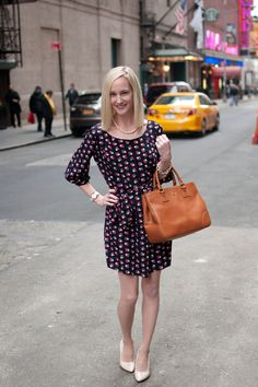 Patterned Dresses, Leather Totes and Strands of Pearls - Kelly in the City