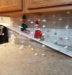 100 Hilarious Elf on the shelf ideas to cherish the sweet Smile on your Kid's Face - Hike n Dip - - Looking for funny and hilarious elf on the shelf ideas that would get you through the Christmas month? Then have a look at these elf on the shelf ideas. Woody Und Buzz, Christmas Elf, Christmas Crafts, Christmas Carol, Christmas Presents, Snoopy Christmas, Christmas 2019, Awesome Elf On The Shelf Ideas, Elf On The Shelf Ideas For Toddlers
