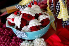 red velvet crochet cupcakes!