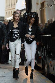 Gigi Hadid & Kendall Jenner, leaving Grand Palais in Paris November Kendall Jenner Gigi Hadid, Kendall Jenner Style, Kylie Jenner, Vs Models, Models Off Duty, Sophia Loren, Gigi Hadid Style, Victoria Secret Fashion Show, Foto E Video