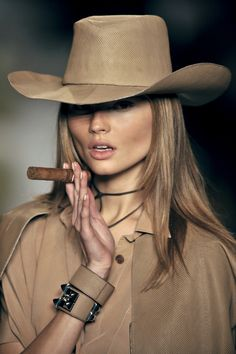 CHIC BEAUTY l runway makeup l western inspo