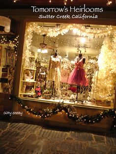 **SparKliNg Store Window** Sooooo InViTing... Cute! I'm sure we can use this sometime. Maybe a display for your scarves?