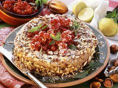 Grieß-Nuss-Torte mit Johannisbeeren   Zeit: 30 Min.   http://eatsmarter.de/rezepte/griess-nuss-torte-mit-johannisbeeren