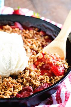 Smoked Strawberry Crisp - Gimme Some Grilling ® Smoked Strawberry Crisp - Sweet strawberries smoked until hot and bubbly topped off with an golden brown oatmeal crisp. Pellet Grill Recipes, Smoker Recipes, Rib Recipes, Grilling Recipes, Vegetarian Grilling, Recipies, Strawberry Crisp, Strawberry Desserts, Bbq Desserts