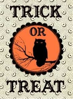 Grab this adorable Free Halloween Printable Label! DIY your own Trick or Treat Bags, or use for Party Favors, Handmade Cards and more! Retro Halloween, Vintage Halloween Images, Halloween Labels, Halloween Bags, Halloween Poster, Halloween Prints, Spooky Halloween, Halloween Printable, Halloween Decorations