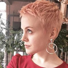 Short Pixie Haircuts for Pretty Look. Pixie hairstyles are the most popular options women try.Pixie hair is suitable for both young and old ladies. Cute Pixie Haircuts, Pixie Hairstyles, Short Hairstyles For Women, Summer Hairstyles, Cropped Hairstyles, Braided Hairstyles, Simple Hairstyles, Baddie Hairstyles, School Hairstyles