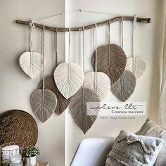 Zawieszenie z pierza Macramé Macrame Wall Hanging Patterns, Macrame Patterns, Hanging Wall Art, Diy Crafts For Home Decor, Diy Wall Decor, Creation Deco, Macrame Design, Macrame Projects, Boho Diy