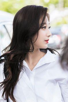 180412 좋아할 수밖에   #러블리즈 #Lovelyz #정예인 #Yein @Official_LVLZ Yein Lovelyz, Sweet Girls, Kpop Girls, Asian Girl, Idol, Singer, Cute, People, Pictures