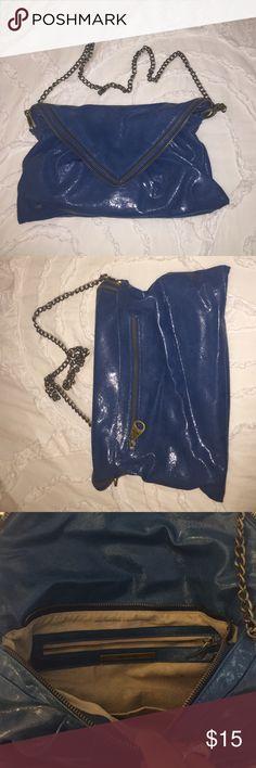 Matt & Nat Teal Crossbody Zipper Bag Matt and Nat teal crossbody bag that comes with interchangeable handles that turn it into a shoulder bag. Only worn once! Has zipper designs on flap. Great bag!! Matt and Nat Bags Crossbody Bags