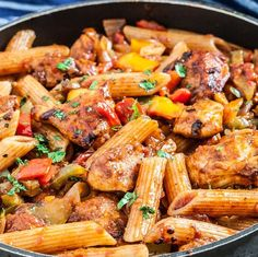 You can have a healthy, delicious, and fast meal with this 20-Minute, One-Pan Chicken Fajita Pasta. It's a scrumptious skillet meal that's made for busy weeknights!