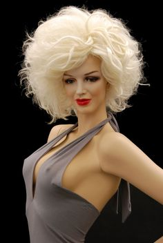 Marilyn Monroe look a like mannequin