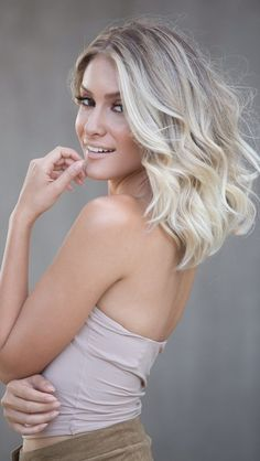 Platinum blonde requires very special care. Check out the full post and des . Baby Blonde Hair, Platinum Blonde Hair, Ombre Hair, Balayage Hair, Love Hair, Gorgeous Hair, How To Make Hair, Blonde Highlights, Hair Lengths
