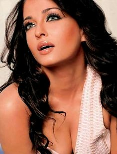 Top 10 Bollywood Actresses Hot Cleavage Show Top 10 Bollywood Actress, Beautiful Bollywood Actress, Bollywood Celebrities, Beautiful Indian Actress, Beautiful Actresses, Aishwarya Rai Photo, Actress Aishwarya Rai, Aishwarya Rai Bachchan, Aishwarya Rai Makeup