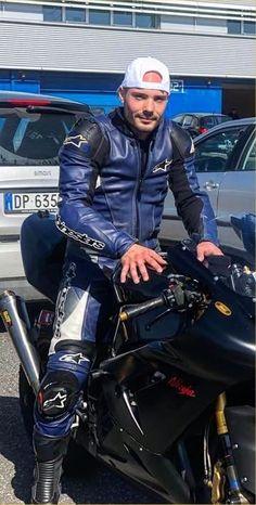 Sexy Biker Men, Motorbike Leathers, Motorcycle Suit, Riders On The Storm, Biker Gear, Sport Bikes, Leather Men, Leather Jacket, Bikers