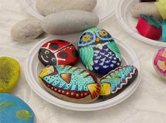 21 Rockpainting Ideas to Create Bright Accents for Garden Design and Outdoor Home Decor