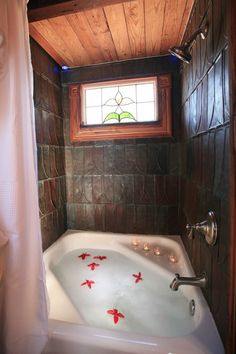 Tiny House Tub ~ Great idea for a very small space to create a luxurious bath! Gotta have a tub when we build our tiny house! Tiny House Movement, Tiny House Bathtub, Tiny House Shower, Tiny Texas Houses, Tiny House Living, Bus Living, Small Living, Living Rooms, Tiny Spaces