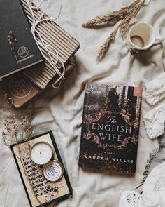 Bookstagram layout ideas and bookstagram inspiration I Love Books, Books To Read, My Books, Flat Lay Photography, Book Photography, Book Flatlay, Coffee And Books, Book Aesthetic, Book Nooks