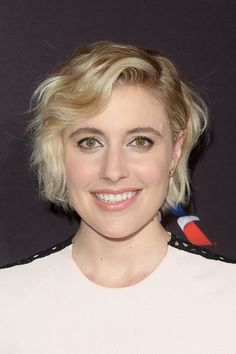 Greta Gerwig Short Wavy Cut - Greta Gerwig looked darling with her short wavy hairstyle at the BAFTA Los Angeles Tea Party.