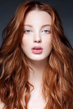 Redhead beauty with blue eyes (via Doce Vermelha @ tumblr)