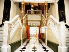 #CosyBuildingInterior in #PasseigdeGràcia #AtipikaBarcelona #realestate #inmobiliaria #architecture #arquitectura #entrada #vestíbulo #hall Cosy, Stairs, Real Estate, Building, Interior, Home Decor, Entryway, Buildings, Facades