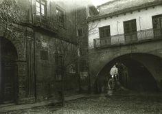 #fotosantiguas La plaza de la villa de Sos del Rey Católico allá por los años 50... el suelo era más alto que el actual, ya que ahora hay alguna escalera para acceder al Ayuntamiento!