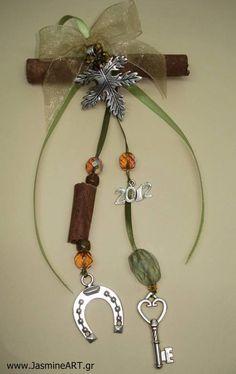 Γούρι Κανέλα Πέταλο :: Κοσμήματα Γούρια Christmas Sale, All Things Christmas, Xmas, Dyi Crafts, Christmas Decorations, Christmas Ornaments, Lucky Charm, Crochet Flowers, Holiday Crafts