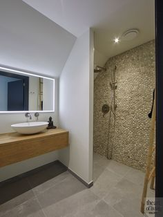 Bathroom Plants: 35 species and more than 70 photos to choose from - Home Fashion Trend House Styles, Bathroom Styling, Elegant Bathroom, Bathroom Inspiration, Bathroom Mirror, Industrial Style Bathroom, House, Bathroom, Interior Design Bedroom