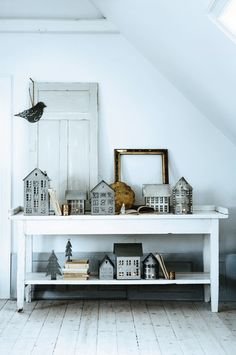 houses... a bird... trees... empty frame... and books... love it all <3