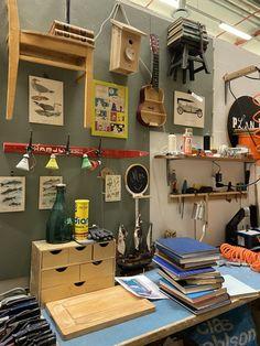 Plan B -tuoteasiantuntija Esa Väisänen työskentelee Nihtisillan kierrätyskeskuksessa intohimonsa äärellä | Kaupunkikanava Cas, Vintage, Vintage Comics