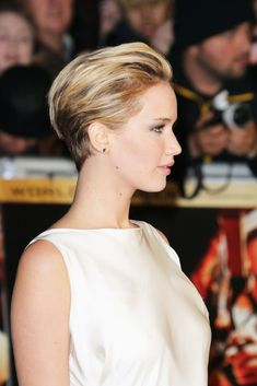 Jennifer Lawrence's new short haircut is versatile, it seems. Look at the two ways she's worn it already (and she's had the cut for only a week!): Last night at the U.K. premiere of The Hunger Games: Catching Fire she wore it all pushed back and sleek: But at the reception for the Special Tribute: An Evening With David O. Russell at AFI Fest 2013 over the weekend, she brushed it down so you could see the edgy shape: Very different feels, right? Just goes to show you that a pixie cut does…