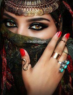 makeup red makeup kit online makeup meme is the best eye makeup eye makeup tutorial makeup looks with eye makeup with eye makeup Arabian Eyes, Arabian Makeup, Arabian Beauty, Eye Makeup Brushes, Makeup Morphe, Eyeshadow Base, Stunning Eyes, Loose Powder, Beautiful Hijab