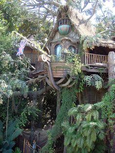 Tarzan's Tree house Tarzan's Tree house Beautiful Tree Houses, Cool Tree Houses, Fairy Houses, Play Houses, Beautiful Homes, Beautiful Places, Amazing Tree House, Beautiful Pictures, Tarzan