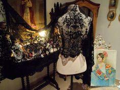 Mantilla española de flores y guirnaldas maravillosa pieza de 180 cm de largo años 1920