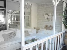Awsome little front veranda idea