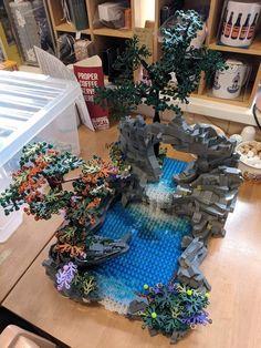 Jackson Lego Source by Lego Display, Lego Modular, Lego Design, Lego Creator, Legos, Lego Tree, Construction Lego, Lego Sculptures, Amazing Lego Creations